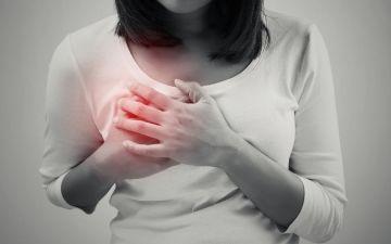 Причины боли в груди и ее набухания в период месячных дней