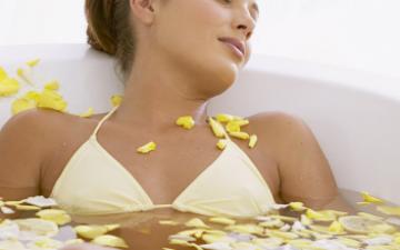 Можно ли при месячных принимать ванну