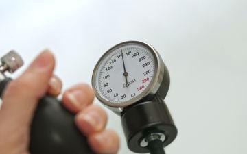 Причины низкого и высокого давления во время месячных