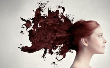 Можно или нельзя красить волосы при месячных?