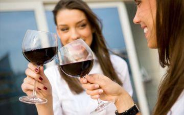 Можно ли пить спиртные напитки (вино, пиво) во время месячных?
