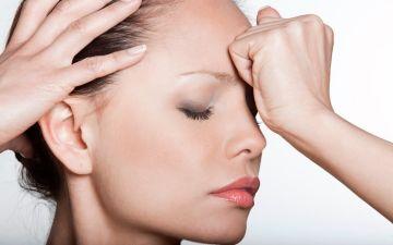 Причины головной боли во время и перед месячными
