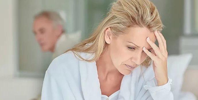 Что такое приливы при климаксе Симптомы и лечение без гормонов препараты