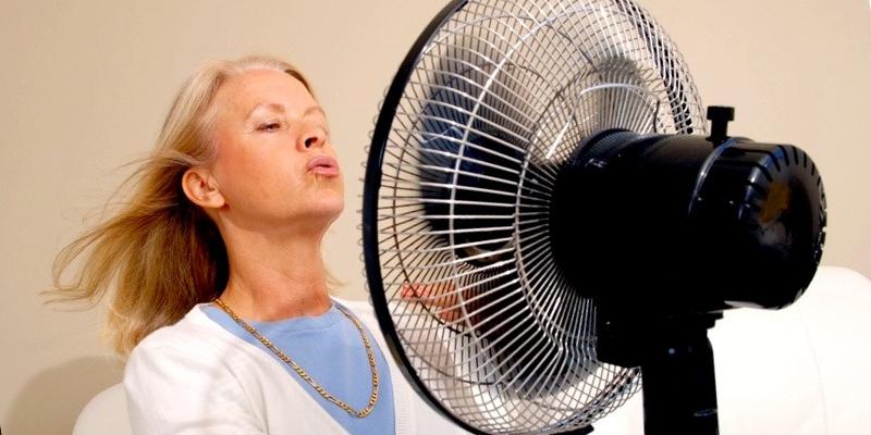 Что делать при климаксе если бросает в жар